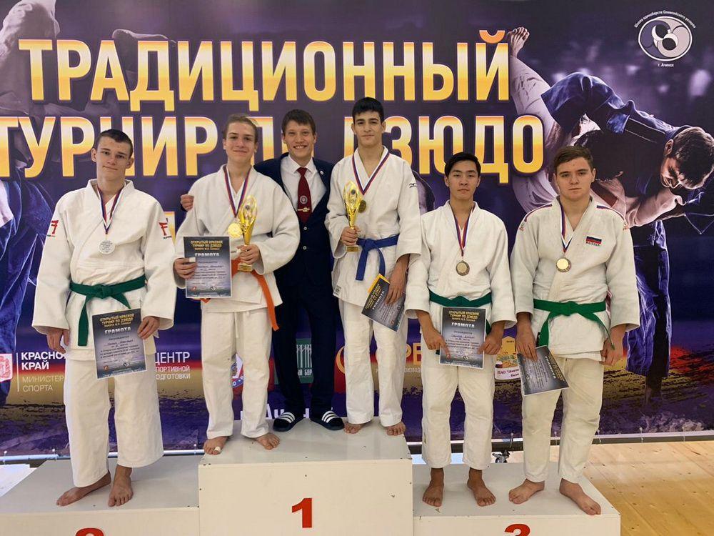 Пять призовых мест из восьми возможных. Норильские дзюдоисты вернулись с краевого турнира.
