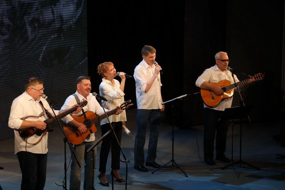 Норильские барды отметили сразу несколько юбилеев большим концертом в ГЦК.