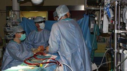 Впервые хирурги красноярского кардиоцентра провели две операции в 3D-очках.