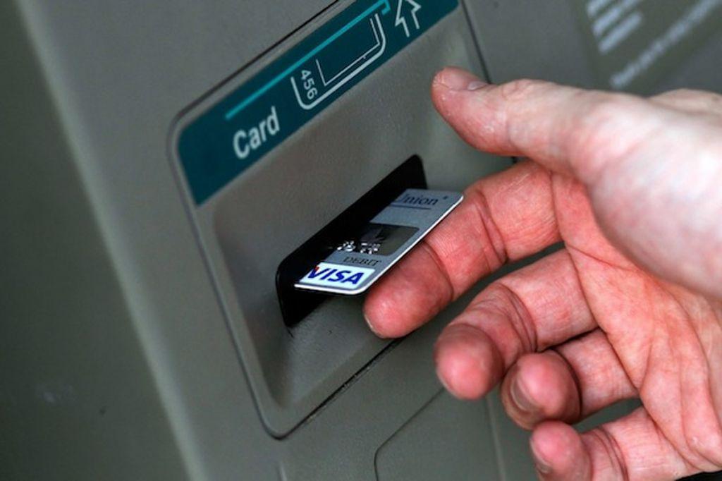 Мошенники изобрели новый способ кражи денег с банковских карт.