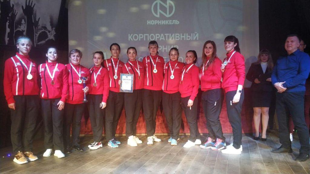В Сочи прошёл корпоративный турнир по волейболу среди команд группы компаний «Норникель». И среди мужчин, и среди женщин победу отпраздновали игроки «Норильскникельремонта».