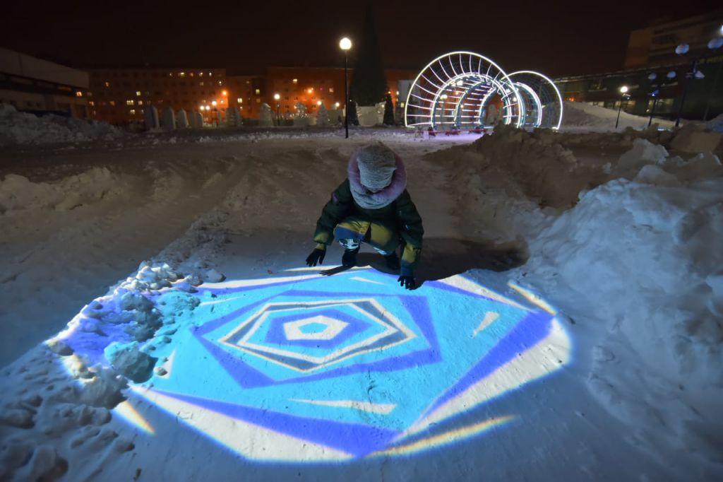 Фестиваль света в Норильске открыт. Он раскинулся и под открытым небом, и в помещениях города, в общей сложности охватив четыре площадки.