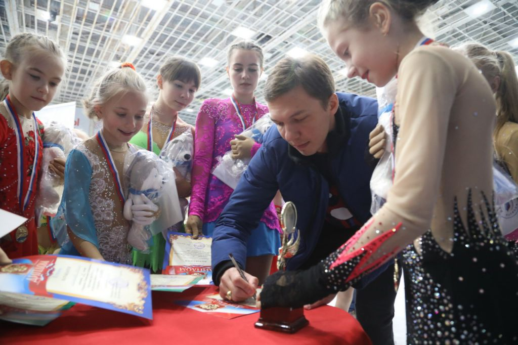 Норильск вновь посетил «Олимпийский патруль». На этот раз гостем нашего города стал олимпийский чемпион по фигурному катанию Дмитрий Соловьёв.