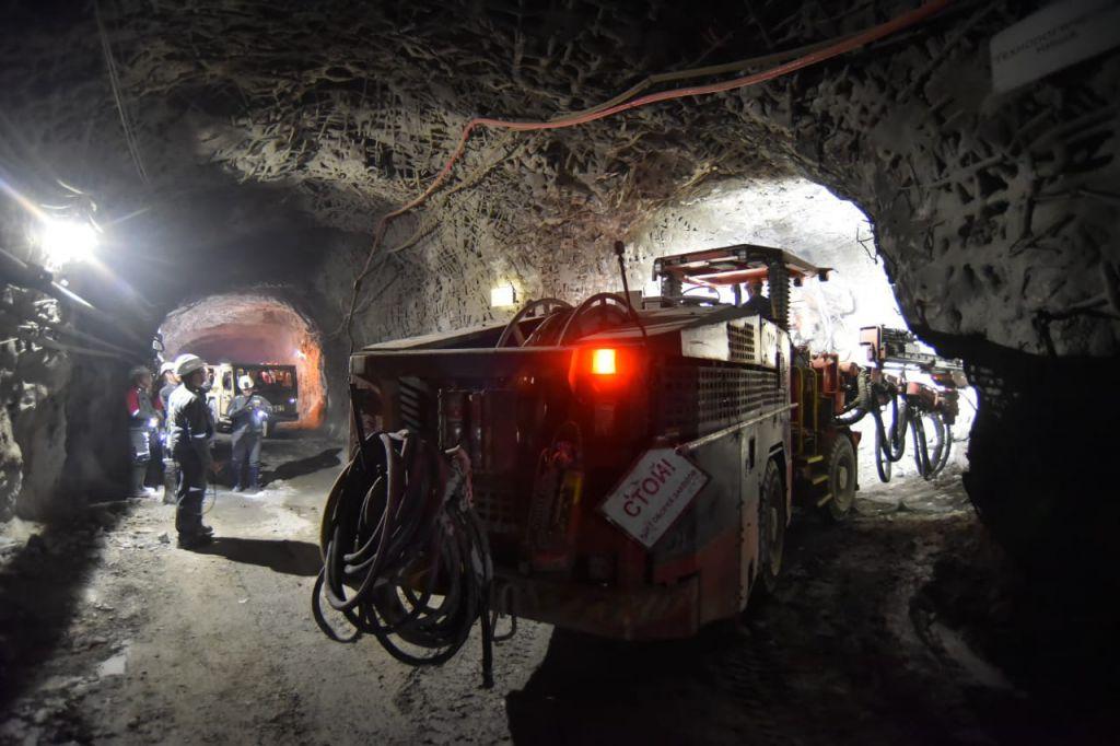 Рудники «Комсомольский» и «Скалистый» соединили выработки на глубине 950 метров.