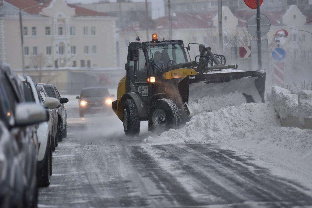 За три месяца с придомовых территорий Норильска вывезено 9 160 кубометров снега – это больше, чем в этот же период прошлого года.