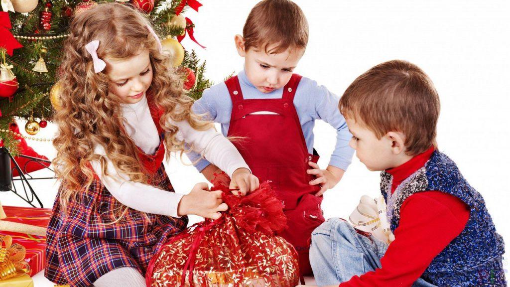 В Норильск прибыло более 16 тысяч подарков для детей работников бюджетных организаций города.