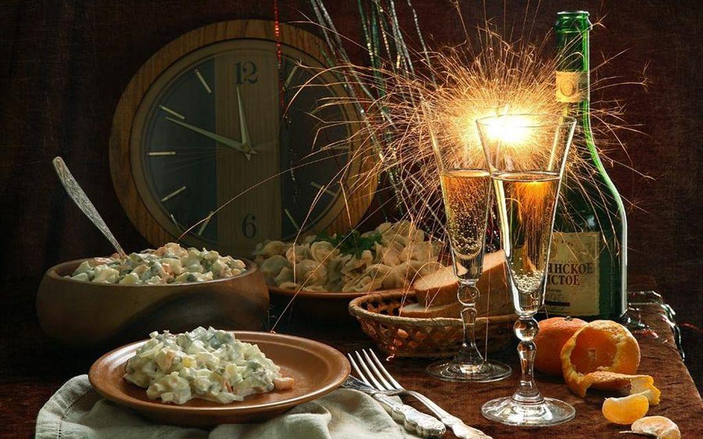 Диетологи назвали самые вредные блюда на новогоднем столе.