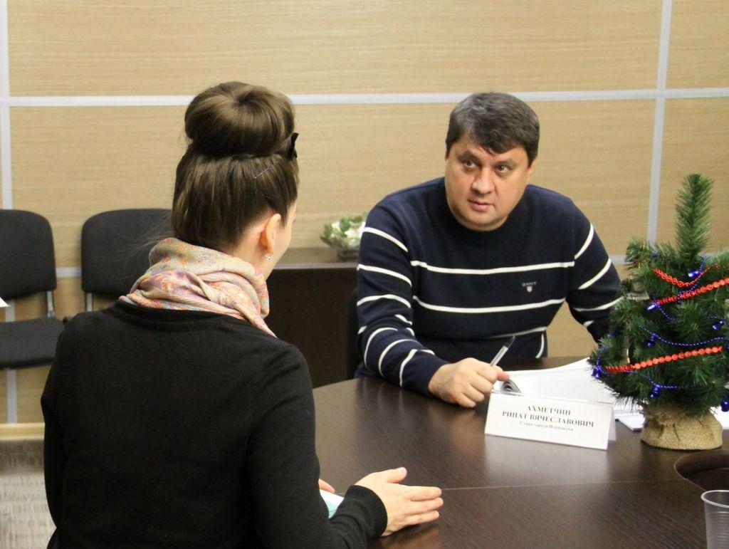 Вчера по всей России прошёл день приёма граждан. В Норильске с главой города, его заместителями, депутатами и руководителями управлений проблемами поделились 78 человек.