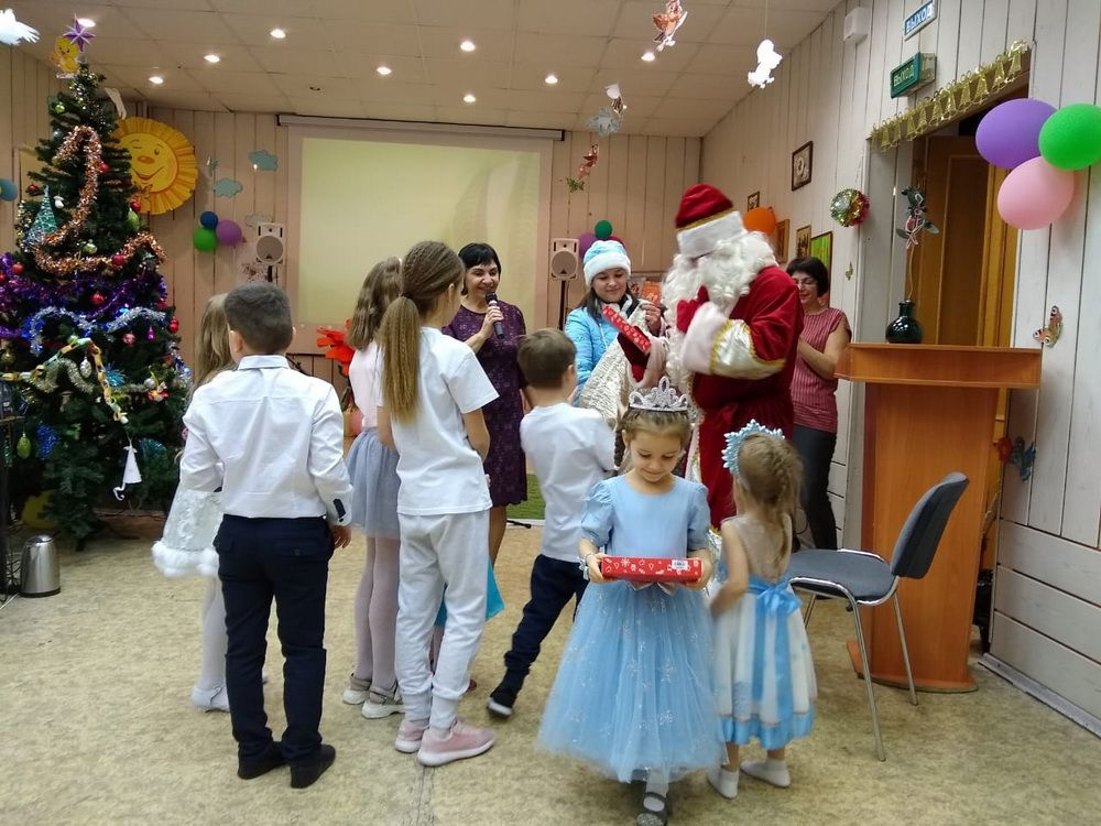 Норильские греки устроили традиционную рождественскую ёлку для детей.