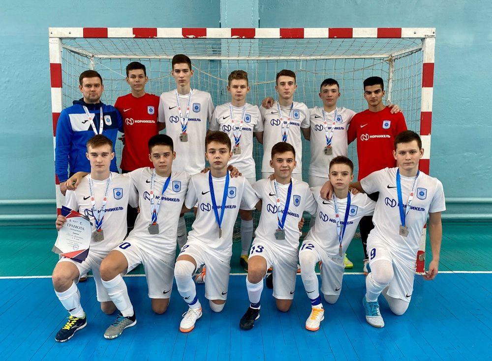 Норильчане стали серебряными призёрами первенства Красноярского края по мини-футболу среди игроков 2004-2005 годов рождения.