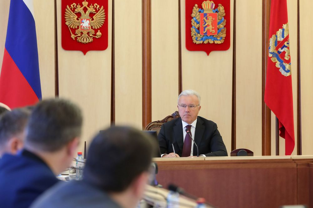 Александр Усс поручил минфину края подготовить предложения по повышению зарплат отдельным категориям бюджетников.