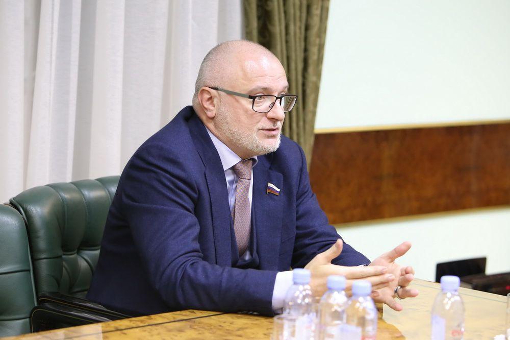 Комитет Госдумы предложит продлить приём поправок к Конституции.
