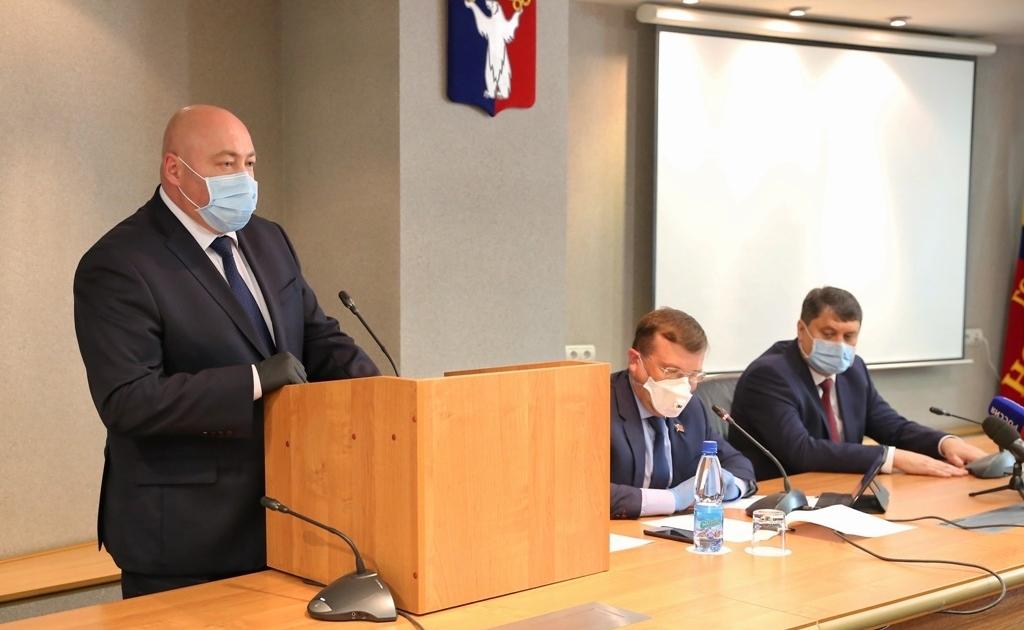 Норильские депутаты приняли отставку Рината Ахметчина