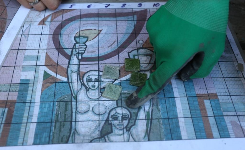 На улице Комсомольской восстановят мозаичное панно «Олимпийцы», демонтированное в 2012 году