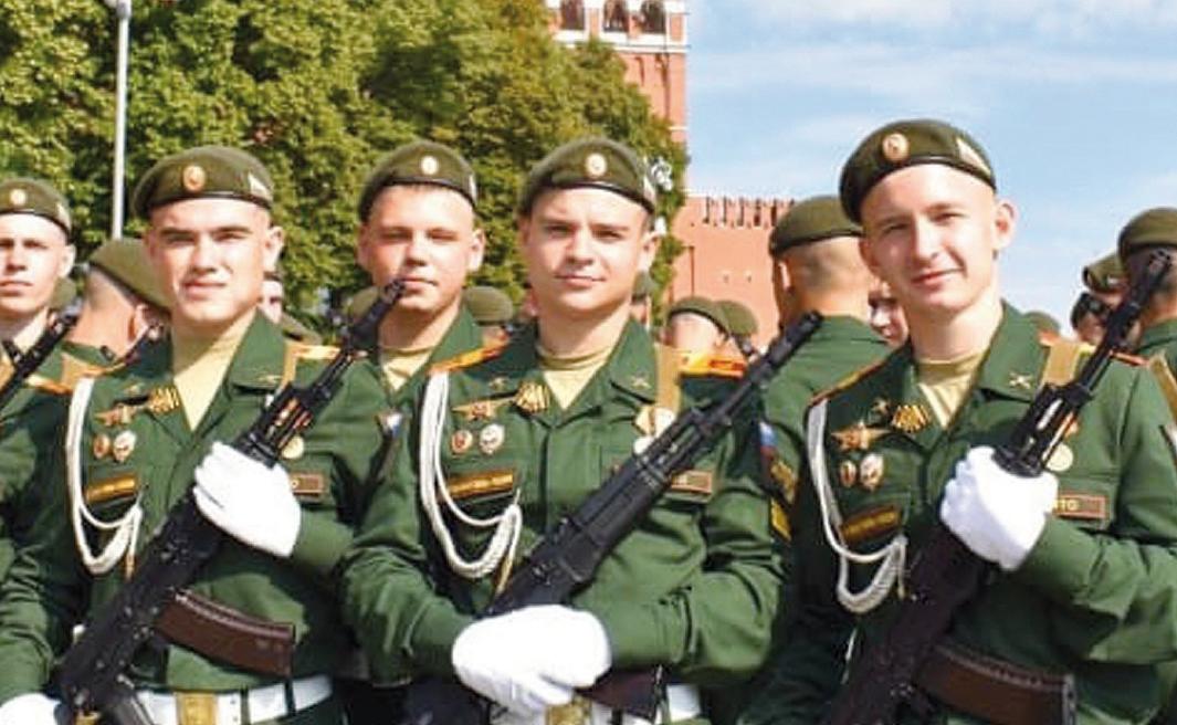 И никогда не подведут. В этом году в парадном строю молодых воинов по Красной площади прошёл норильчанин Артём Кардашев