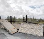 Бетонная ограда со стороны проезжей части местами давно обрушена