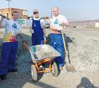 Команда волонтёров Green Time помогает обуславливать талнахский приют для животных «Бытовик»
