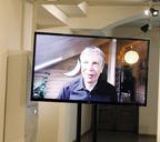 Последние два года Леонид Тишков приветствует посетителей своих выставок онлайн
