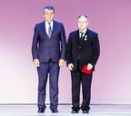 Орден Дружбы Валению Гудкову вручил полномочный представитель президента Сергей Меняйло.
