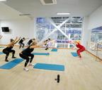 На втором этаже спортхолла оборудованы классы для занятий танцами