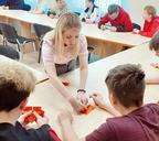 Изучение искусства оригами — часть программы Молодёжного центра «Мы создаём»