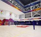 В большом зале можно заниматься разными игровыми видами спорта