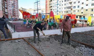 Агентство развития Норильска продолжает благоустраивать двор на ул. Талнахской, 10