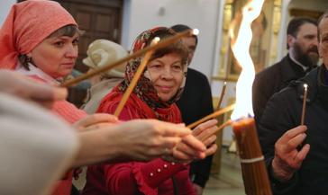 В Норильск прибыла лампада со святыней из храма Гроба Господня