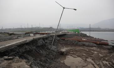 В октябре возобновится движение транспорта по дороге через дамбу на ул. Октябрьской