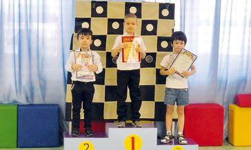 В детском садике «Тундровичок» воспитанники любят сражаться в шашки