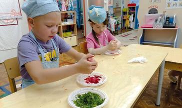 В «Золотом петушке» делают краски из овощей