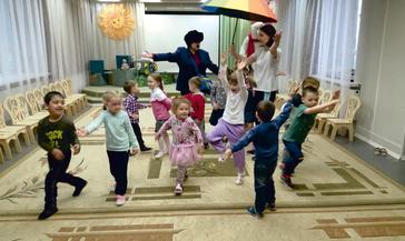 Почтальон Печкин порадовал ребятишек