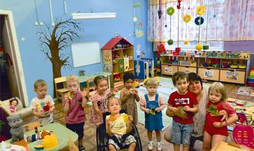 Малыши из детского сада «Колокольчик» по–своему отметили приход осени