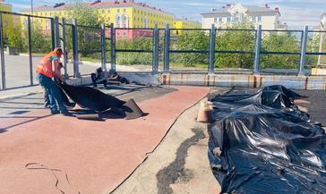 На поле стадиона «Заполярник» обновят покрытие