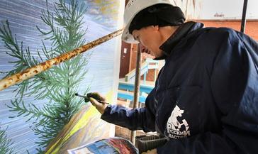 Художественные росписи, посвящённые временам года на Таймыре, украсят входные группы дома на ул. Пушкина, 12