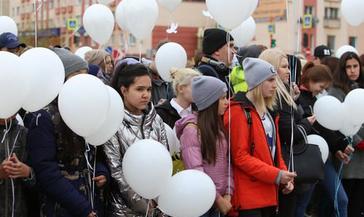 Сегодня несколько сотен норильчан почтили память жертв террористических атак, сотрудников спецслужб и правоохранительных органов, погибших при выполнении служебного долга.