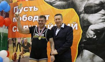Норильчанин Салават Хакимов стал победителем и призером Кубка Сибири по пауэрлифтингу (жим штанги лежа).
