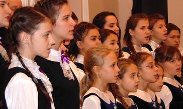 Пятнадцать произведений в честь 15-летия хорового ансамбля «Благовест» прозвучит сегодня в городском концертном зале.
