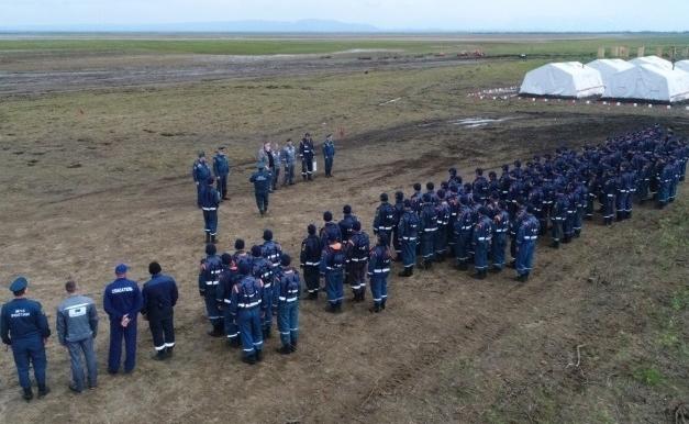 Заместитель главы Норильска поздравил сотрудников Сибирского спасательного центра